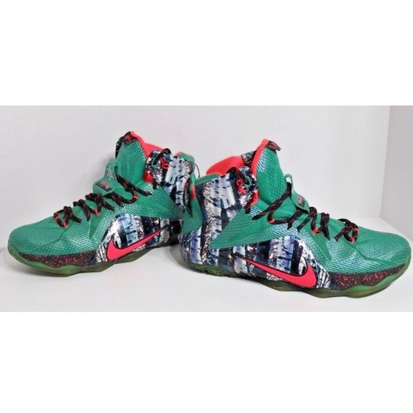 2c7cddc3094940 Nike Lebron XII Christmas Basketball Shoes. M 5a982bd63a112e3bf3a2ef69